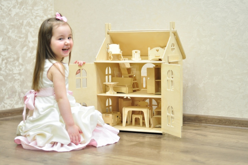 Арина с мебелью